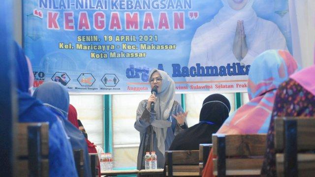 Anggota DPRD Sulsel, Andi Rachmatika Dewi sosialisasikan Nilai-Nilai Kebangsaan tentang Keagamaan, di Cafe Papa Ong, Jl Rusa, Senin (19/4/2021).