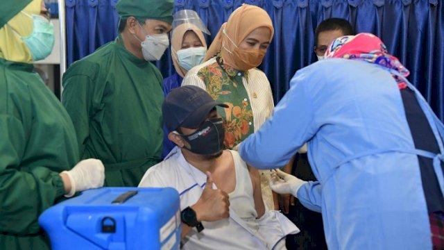 Momen Hari Kartini, Aliyah Mustika Ilham Tinjau Vaksinasi di Poltekkes Makassar