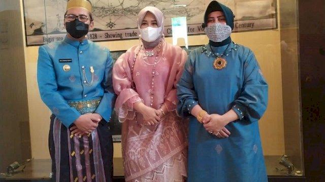 Hari Kebudayaan, Fatmawati Tinjau Vaksinasi Kenakan Baju Bodo Bermotif Lontara