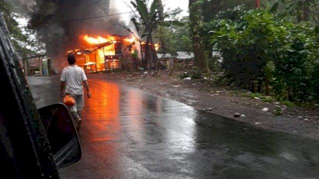Rumah Warung Hangus Terbakar