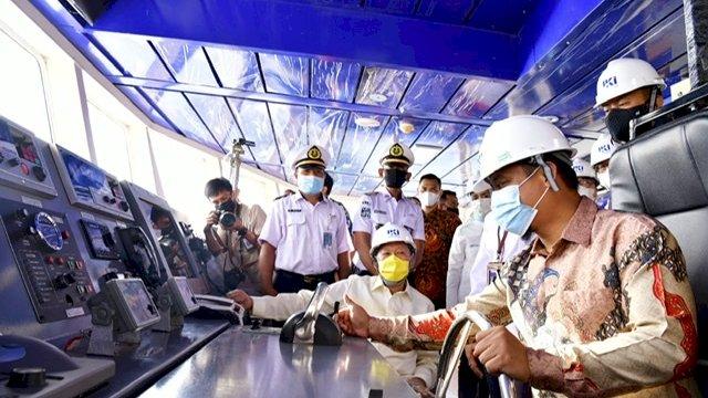 Plt Gubernur Sulawesi Selatan (Sulsel), Andi Sudirman Sulaiman, meresmikan pengoperasian perdana KMP Takabonerate, di PT Industri Kapal Indonesia, Jalan Galangan Kapal, Makassar, Kamis (22/4/2021).