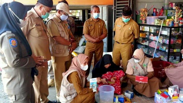 Tim Koordinasi Pengawasan Obat dan Makanan Kabupaten Luwu Timur melakukan pengawasan di Kecamatan Angkona pada Selasa (27/4/2021).