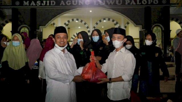 Bersama Pelajar di Palopo, Plt Gubernur Sulsel Salurkan Bantuan ke Masyarakat