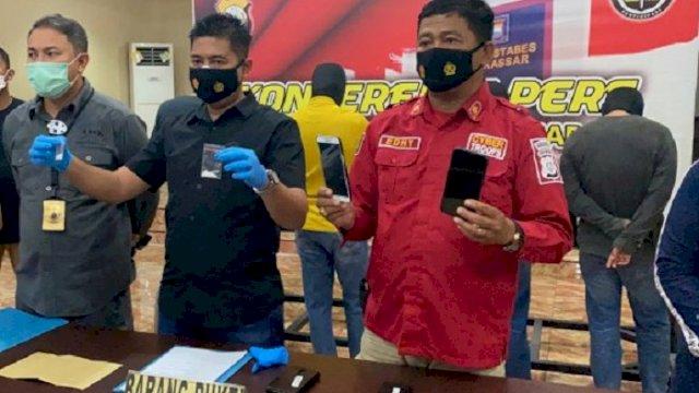 Polrestabes Makassar menggelar rilis kasus dugaan narkoba, Minggu (25/4/2021). Empat ASN diamankan.