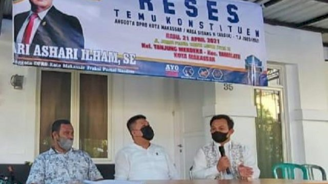 Anggota DPRD Kota Makassar, Ari Ashari Ilham saat melaksanakan kegiatan Reses Kedua Masa Sidang Kedua Tahun Anggaran 2020-2021, Rabu (21/4/2021).