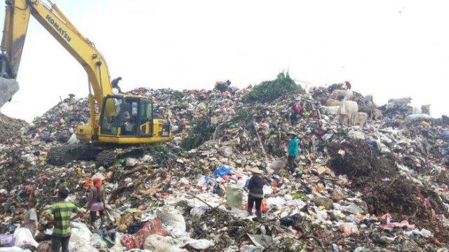 Aktivitas di tempat pembuatan akhir (TPA) Tamangapa, Antang, Kecamatan Manggala, Kota Makassar, Sulawesi Selatan. (int)