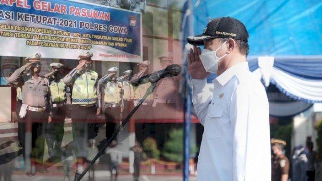 Wakil Bupati Gowa, H Abd Rauf Malaganni menjadi Inspektur Apel Gelar Pasukan Operasi Ketupat 2021 dalam Rangka Perayaan Hari Raya Idul Fitri 1442 Hijriah di masa pandemi Covid-19 di Halaman Mapolres Gowa, Rabu (5/5/2021).