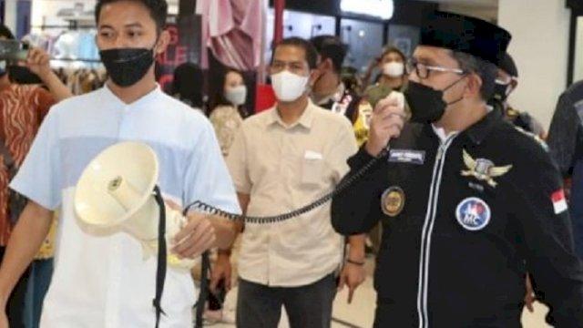 Walikota Makassar saat sidak di Mall Panakkukang, Minggu (2/5/2021) malam. (int)