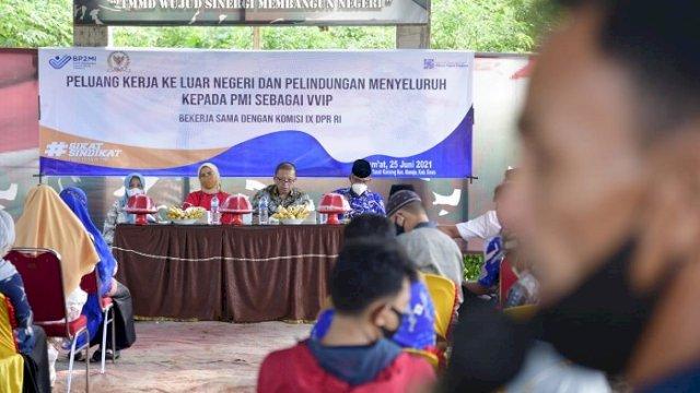 Anggota Komisi IX DPR RI, Aliyah Mustika Ilham, melakukan sosialisasi peluang kerja ke luar negeri, di Desa Tanakaraeng, Kecamatan Manuju, Kabupaten Gowa, Jumat (25/6/2021).