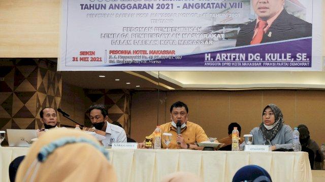 Anggota DPRD Makassar, Arifin Dg Kulle sosialisasikan Perda LPM di Hotel Pessona, Senin (31/5/2021).