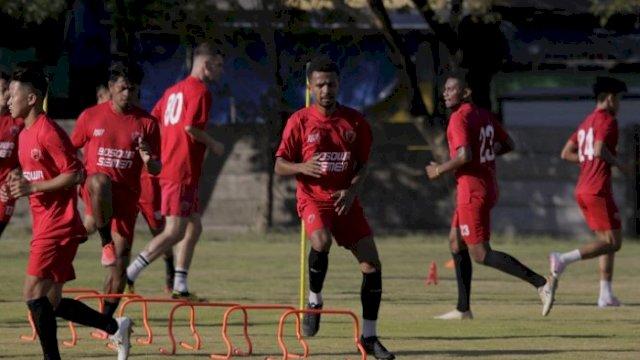 Dokumen: Para pemain PSM Makassar melakukan latihan. (int)