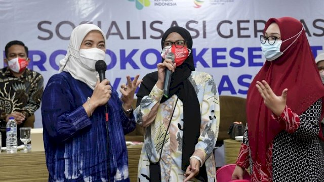 Anggota Komisi IX DPR RI, Aliyah Mustika Ilham, saat sosialisasi taat protokol kesehatan pada kalangan tenaga pendidik dan tokoh masyarakat serta jurnalis di Aero Smile Hotel, Minggu (27/6/2021).