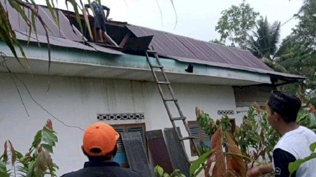 Puting Beliung di Lutra Rusak 27 Rumah Warga