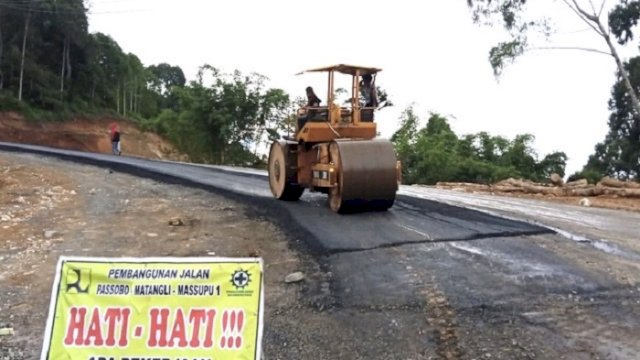 Pembangunan jalan ruas Passobo-Matangli-Massupu di Kabupaten Tana Toraja kini sudah mencapai 41,35 persen.