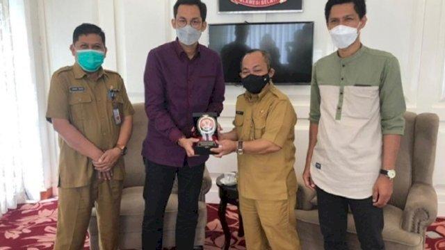Asisten III Bidang Administrasi Pemprov Sulawesi Selatan, Tautoto Tana Ranggina menerima kunjungan perwakilan Komisi Penyiaran Indonesia (KPI) di ruang VIP Baruga Lounge Kantor Gubernur Sulawesi Selatan, Selasa (8/6/2021).