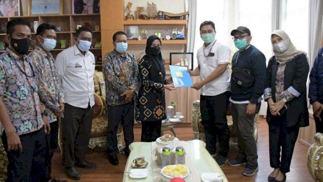 Penyerahan aset rumah khusus nelayan dari Kementerian PUPR yang diterima oleh Bupati Luwu Utara, Indah Putri Indriani.