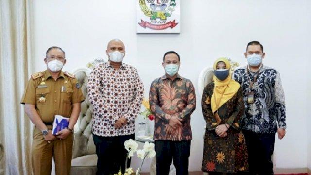 Plt Gubernur Sulsel, Andi Sudirman Sulaiman menerima kunjungan rombongan Kantor Wilayah (Kanwil) VI Komisi Pengawas Persaingan Usaha (KPPU) Makassar, di Rujab Wagub Sulsel, Selasa (22/6/2021).