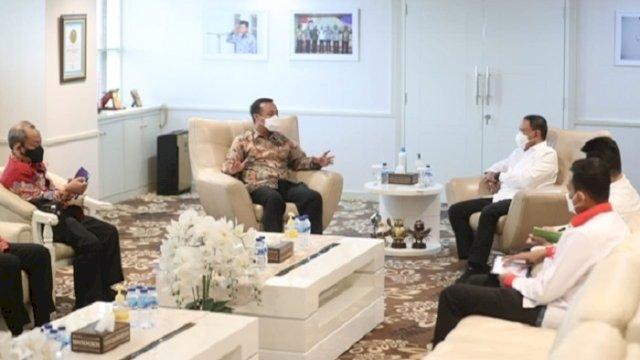 Pelaksana Tugas Gubernur Sulawesi Selatan (Sulsel), Andi Sudirman Sulaiman, saat menemui Menpora, Zainudin Amali.