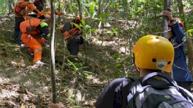 Tim SAR gabungan melibatkan 150 personel untuk mencari seorang wanita yang hilang saat mendaki di Gunung Abbo, Kelurahan Leang-leang, Maros, Sulsel, pada Minggu (6/6) lalu. (int)