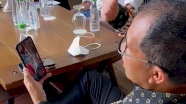 Walikota Makassar Danny Pomanto saat melakukan video call dengan Rahmat Erwin, Kamis (29/7/2021).