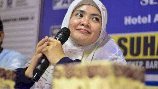 Ketua DPD II Partai Golkar Maros, Suhartina Bohari.