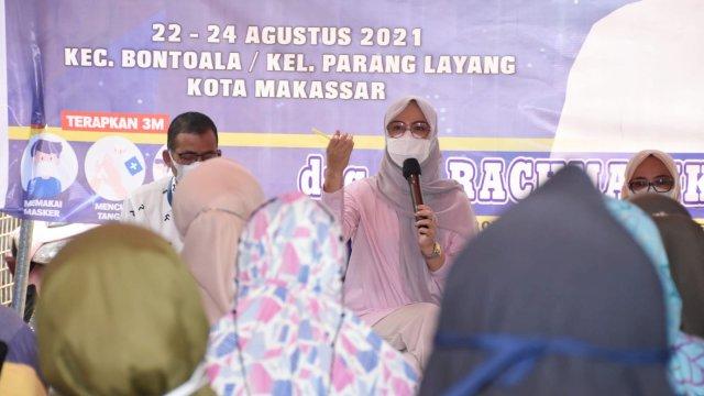 Ketua Komisi B DPRD Sulsel, Andi Rachmatika Dewi sosialisasikan Perda Pemberdayaan Koperasi dan UMKM, di Kelurahan Parang Layang, Selasa (24/8/2021).