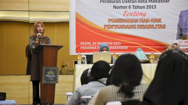 Anggota DPRD Makassar, Irmawati Sila sosialisasikan Perda Pemenuhan Hak-hak Penyandang Disabilitas di Hotel Pessona, Senin (30/8/2021).