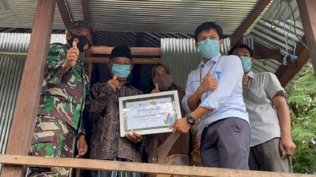 189 Warga Kurang Mampu di Barru Dapat Pemasangan Listrik Gratis