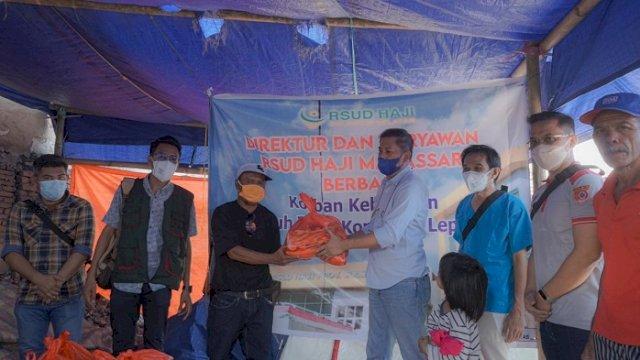 RSUD Haji Serahkan Bantuan untuk Korban Kebakaran di Jongaya