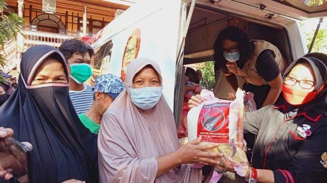 Gerak Cepat, Dokter Fadli Ananda Turunkan Baguna PDIP Sulsel Bawa Bantuan untuk Korban Banjir Bandang di Wajo