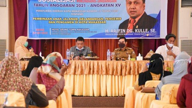 Ketua Komisi C DPRD Makassar, Arifin Dg Kulle sosialisasikan Perda Pembinaan Anjal dan Gepeng, di Hotel Grand Town, Senin (20/9/2021).