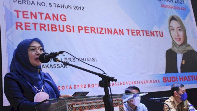 Anggota DPRD Makassar, Budi Hastuti sosialisasikan Perda Retribusi Perizinan Tertentu, di Hotel Travelers, Selasa (21/9/2021).