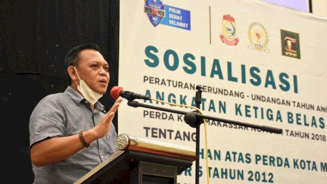 Anggota DPRD Makassar, Aziz Namu sosialisasikan Perda Retribusi Perizinan Tertentu, di Hotel Maxone, Sabtu (11/9/2021).