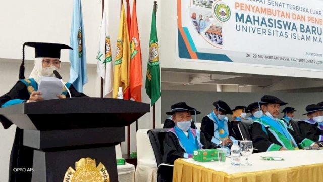 Rektor UIM Berpantun di Depan Mahasiswa Baru: Teruslah Semangat dan Pantang Menyerah