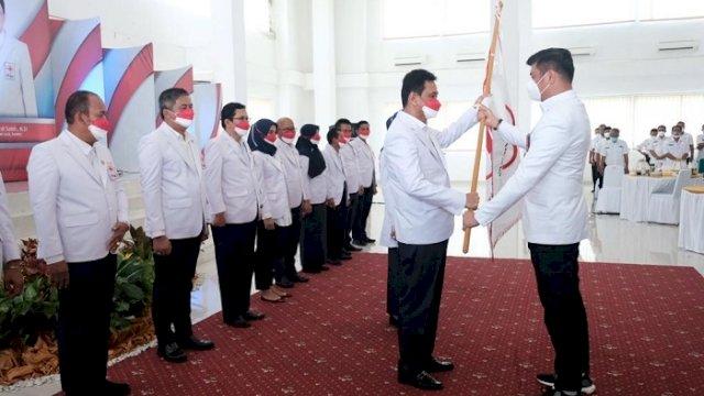 Lantik Ketua PMI Maros dan Barru, Adnan Berharap Bantu Percepatan Vaksinasi Covid-19