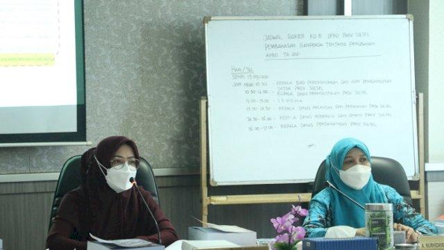 Ketua Komisi B Andi Rachmatika Dewi dan Wakil Ketua Komisi B DPRD Prov Sulsel Hj A Nurhidayat Zainuddin, saat memimpin rapat, Senin (13/9/2021).