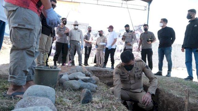 Bupati Gowa, Adnan Purichta Ichsan melakukan peletakan batu pertama pembangunan wisata Kampoeng Eropa di Lingkungan Batu Lapisi, Kelurahan Malino, Kecamatan Tinggimoncong, Sabtu (18/9/2021).