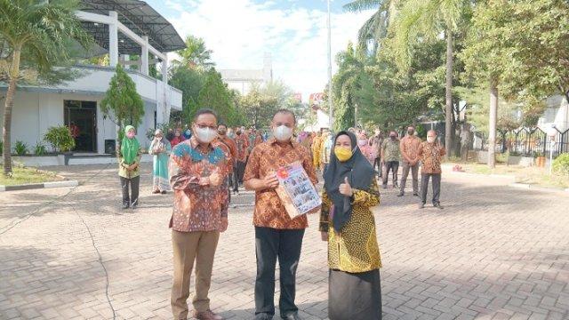 Lepas Purnabhakti, Muallim Disambut Tangis Haru Keluarga Besar Sekretariat DPRD Makassar