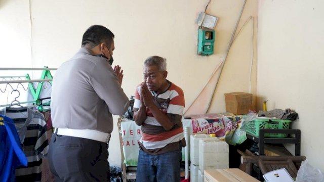 Pensiunan Polisi Terjaring Razia Satpol-PP Sedang Ngamen Jadi 'Manusia Silver'