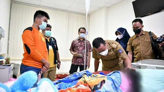 Plt Gubernur Sulsel Jenguk Bocah Korban Penganiayaan Orang Tua di Gowa: Semoga Lekas Sembuh!