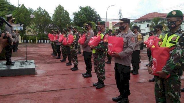 Polres Sinjai Salurkan Bantuan Ribuan Paket Sembako untuk Warga Terdampak Covid-19