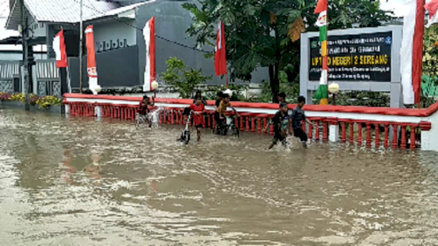 Banjir di Sidrap, Rumah Warga dan Sekolah Tergenang