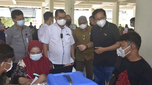Jubir Presiden Fadjroel Rahman Pantau Vaksinasi di UNM