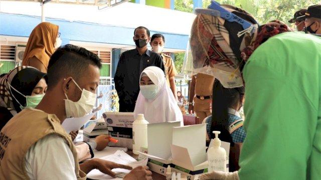 Ketua DPRD Makassar Rudianto Lallo melakukan memantau pelaksanaan simulasi PTM di SMP Negeri 30 Makassar.