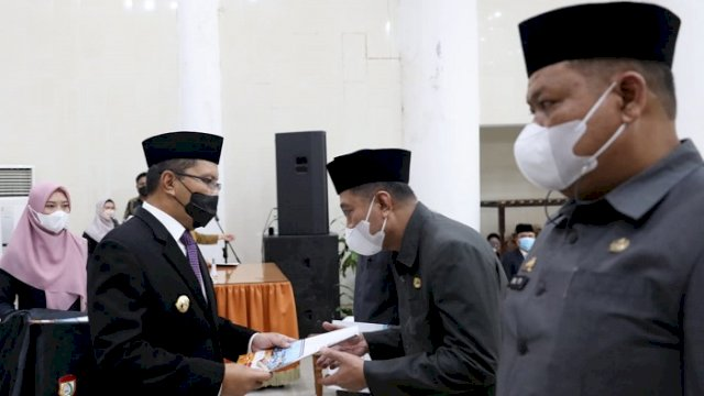 "Walikota Makassar Moh Ramdhan ""Danny"" Pomanto melantik serta mengambil sumpah 40 pejabat administratif di Baruga Anging Mammiri Rujab Walikota Makassar, Kamis (7/10/2021)."