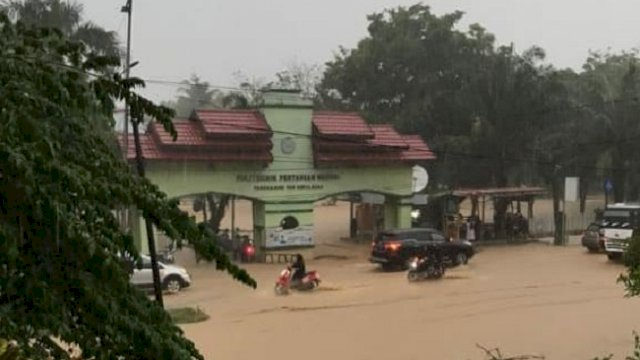 Banjir Bandang Terjang Walmas Luwu, Sejumlah Rumah Warga Rusak