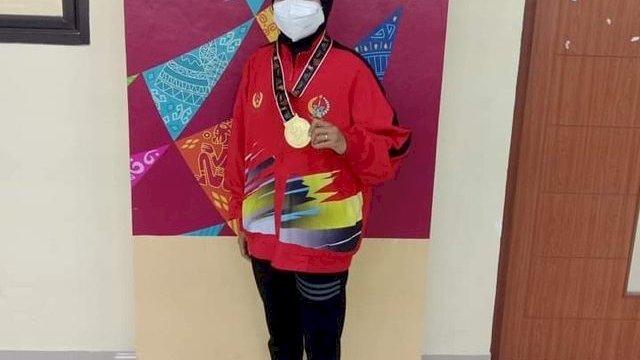 Sri Eviyanti yang meraih medali emas di PON Papua dari cabang olahraga Muaythai di kategori putri kelas 45 kilogram.